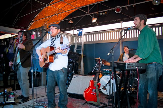 Photo: Carswell & Hope @ Replay St.Patio Show
